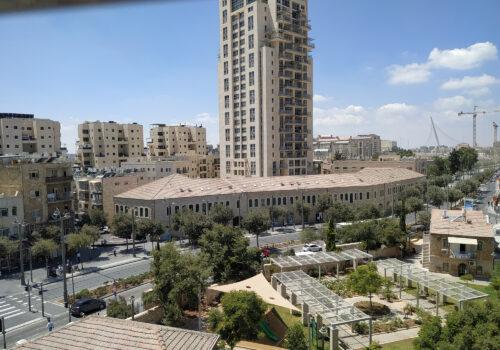 דירת 4 חד' עם נוף מהמם לשוק מחנה יהודה וגשר המיתרים